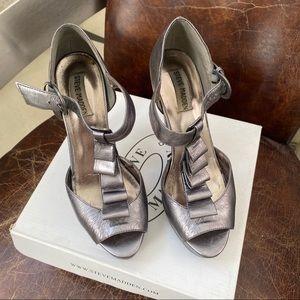 STEVE MADDEN  metallic ruffled T  srap heels 7.5
